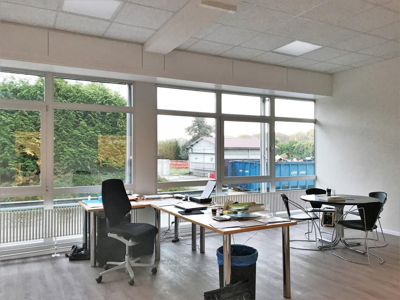 Halle logistique de 6000 m2 divisible louer yverdon for Location studio meuble yverdon les bains