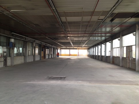 Halles industrielles de 4200 m2 divisibles à louer à Domdidier