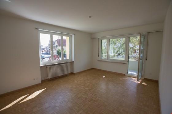 Wohnzimmer mit Balkon verglast