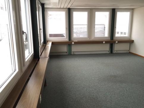 Heller Büro- / Gewerberaum im Zentrum von Grosshöchstetten beim Coop