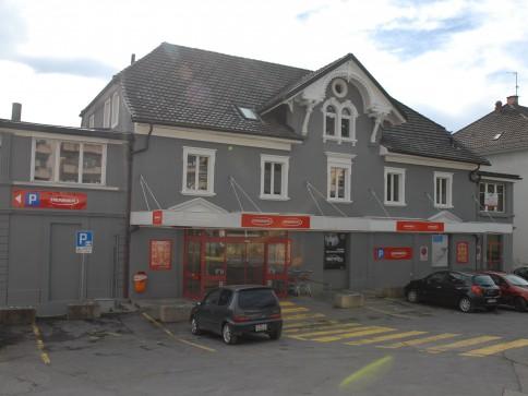 Local commercial de 244 m2 attenant à Denner
