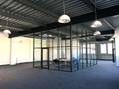 Locaux, bureaux, showroom de 316 m2 à louer à Puidoux