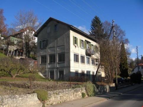 Maison d'habitation et locaux commerciaux à vendre