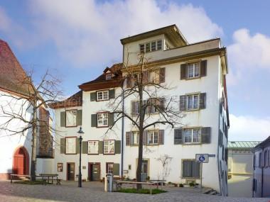 Martinskirchplatz 1: Historische Liegenschaft mit Rheinblick