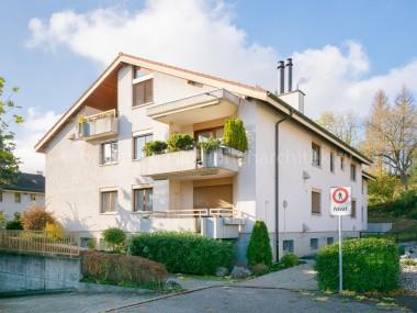 Modern ausgebaute 2.5-Zi-Dachwohnung an hervorragender Aussichtslage