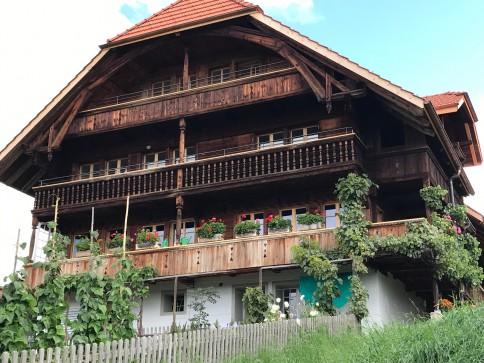 Moderne, neue Wohnung im Dorfzentrum mit unverbaubarer Südwestlage im