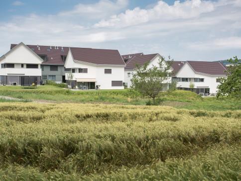 Modernes Einfamilienhaus direkt angrenzend an die Landwirtschaftszone