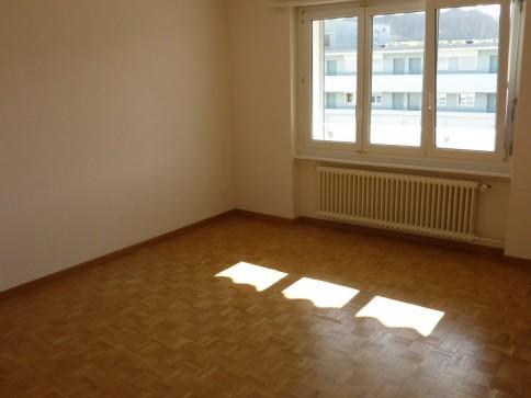 schöne grosse Wohnung an zentraler Lage / 1. Monatsmiete gratis!