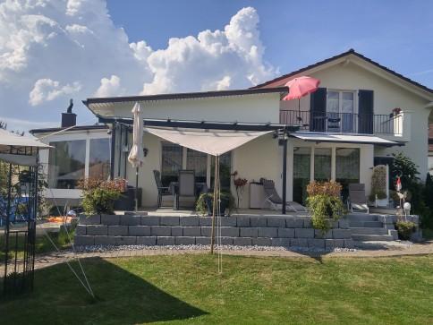 Schönes Haus mit Einlegerwohnung, Garten, Spielplatz und Bastelraum