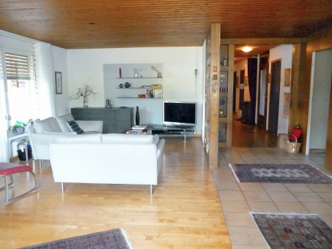 Sehr grosse, renovierte 7,5-Zimmer Wohnung mit Terrasse und Balkon