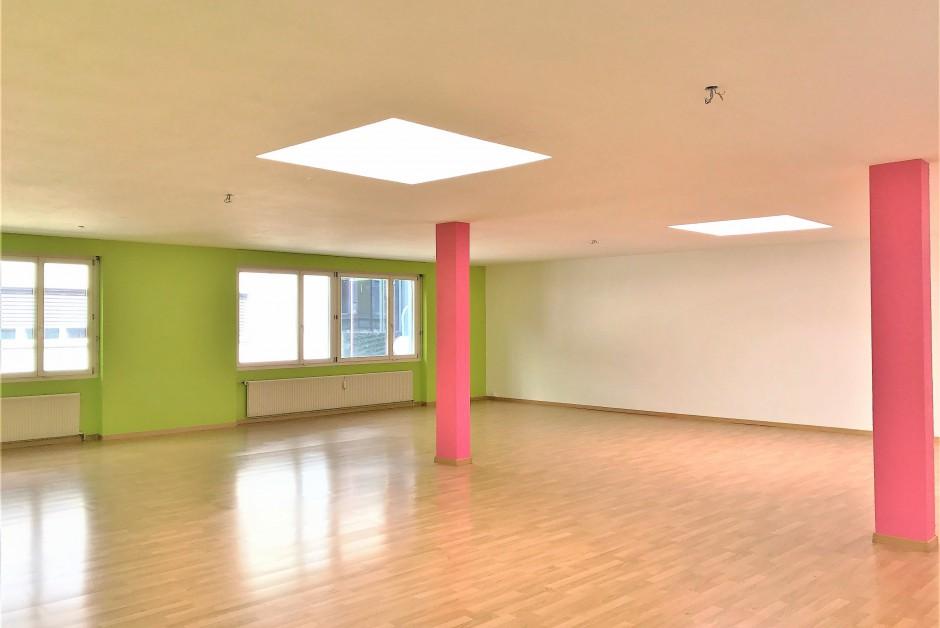 showroom bureaux locaux de 150 m2 louer bienne immoscout24. Black Bedroom Furniture Sets. Home Design Ideas