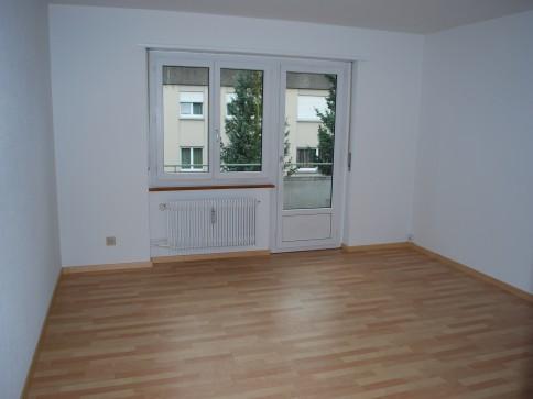 sonnige, neu renovierte 3,5 Zimmer Wohnung mit Balkon