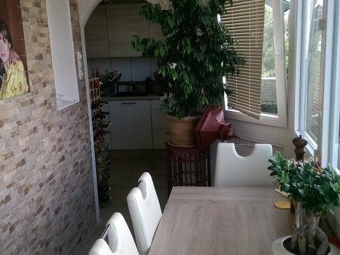 Sonnige, renovierte 4-Zi Wohnung an zentraler Lage (2. OG)
