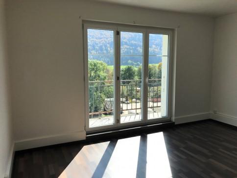 St-Imier, app. récemment rénové avec balcon de 5.5 pces au 3e étage