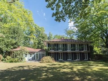 Stilvolles Wohnen im Gellertpark: Repräsentatives Anwesen m. Hallenbad