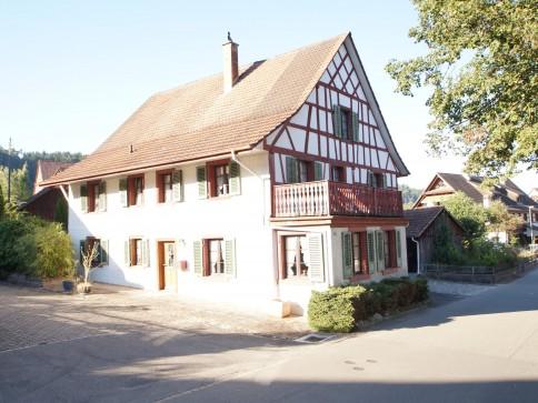 Wil: Bijou - 6 1/2 Zimmer-HolzRiegelHaus, mit originellem Innenausbau