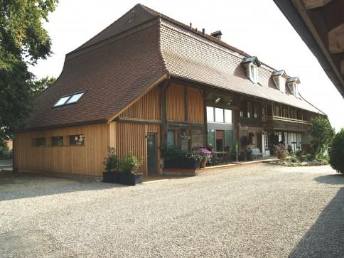 4 1/2-Zimmer-Wohnung mit Galerie in typ. Seeländer-Bauernhaus in INS