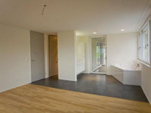 4,5 Zimmer-Wohnung/1.OG mit Balkon