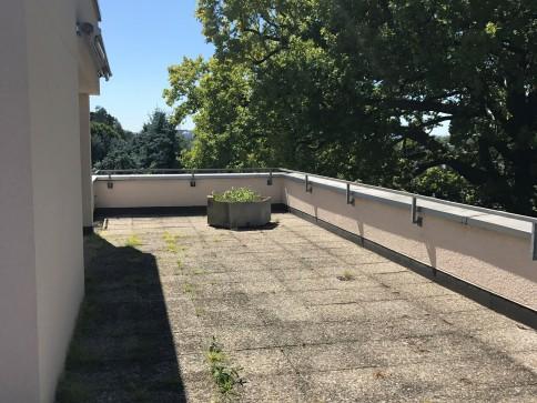 4.5-Zimmerwohnung mit grosser Terrasse 60m2 und Ausblick ins Grüne