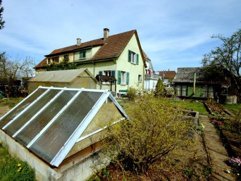 älteres EFH mit grossem Garten und viel Potential