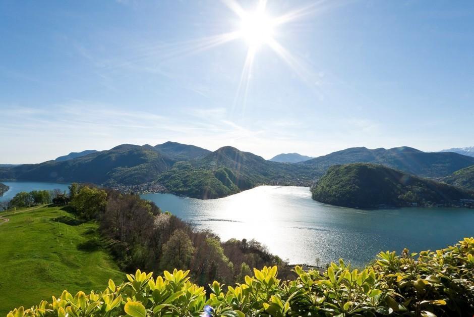 Affittasi incantevole duplex di 4 5 locali con vista lago for Locali affittasi