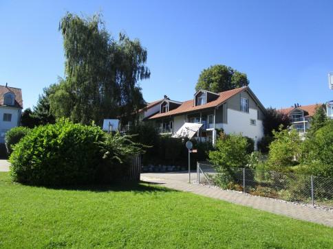 Am unteren Hofberg: Sonniges Eckhaus mit Bergsicht