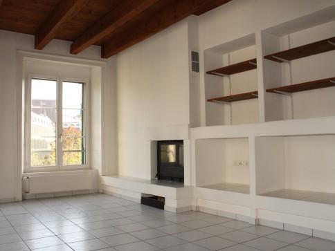Grosse 2 1/2-Zimmerwohnung mit Cheminée an beliebter Lage