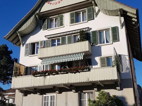 Grosse, helle Wohnung mit Balkon