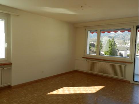 Helle Wohnung mit sonniger Aussicht /evtl. mit Hauswartung