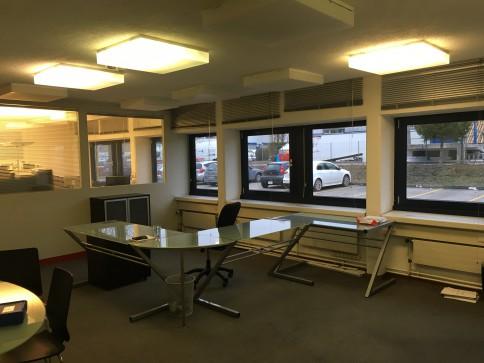 Locaux, bureaux, showroom de 60 m2 à louer à Gland