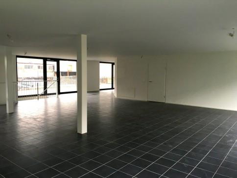 Locaux, showroom, bureaux de 540 m2 divisibles à louer à Martigny.