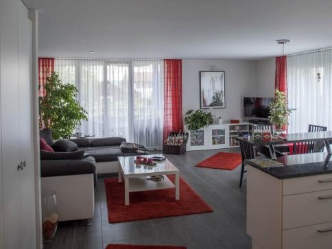 Moderne, wunderschöne und geräumige 3.5 Zimmer-Wohnung