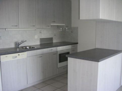 Preisgünstige und renovierte 3 1/2- Zimmerwohnung in Biel-Mett