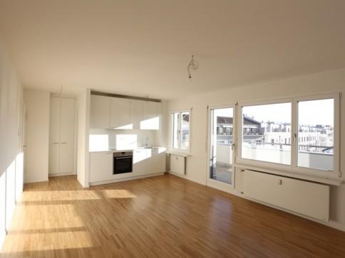 Renovierte, helle 1-Zimmerdachwohnung im Bachlettenquartier
