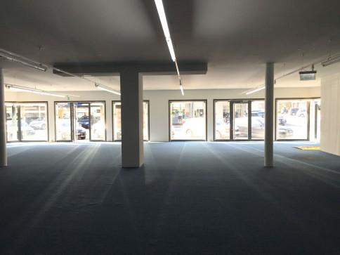 Showroom, bureaux, locaux de 780 m2 divisibles à louer à Sierre