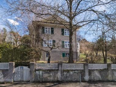 Stilvolle 8-Zimmer-Villa mit weitläufiger Gartenanlage