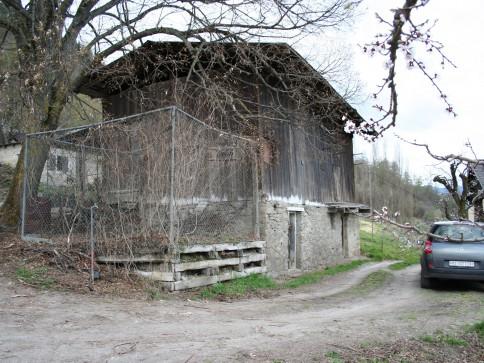 Terrain à bâtir à Tovassière avec grange