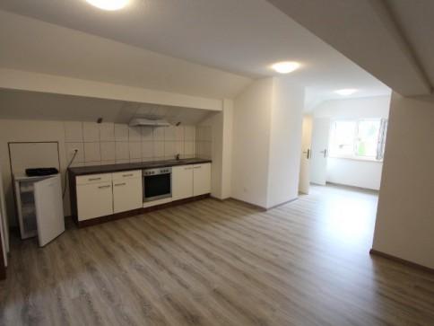 zu vermieten: 2.5-Dachzimmerwohnung mit Einbauschränken