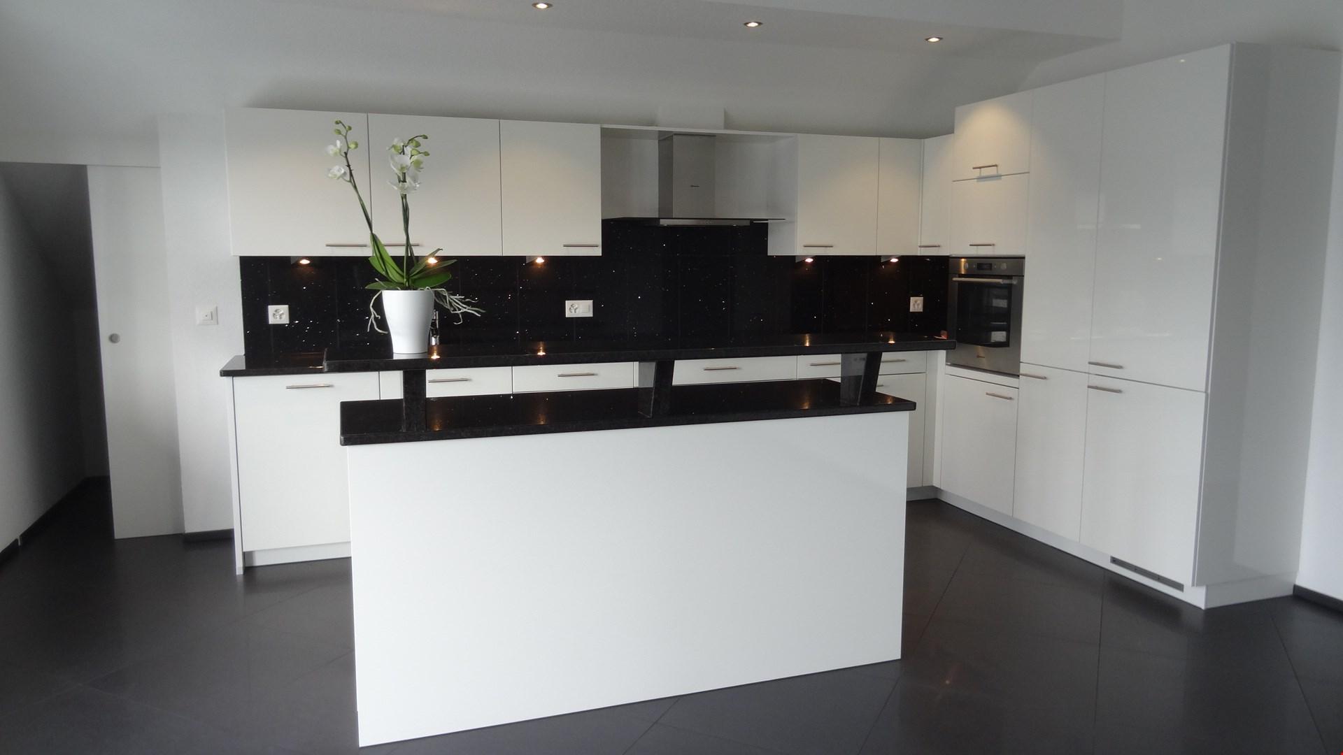 exklusive 4 1 2 zimmer attikawohnung nabhome ch. Black Bedroom Furniture Sets. Home Design Ideas