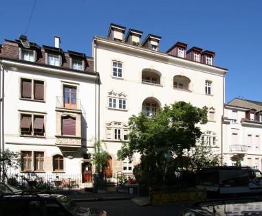 Blick auf die südlich ausgerichtete Vorderfassade.