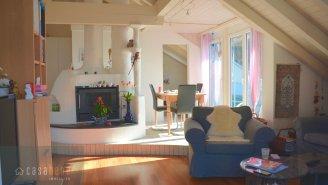 lichtdurchflutetes & grosses Wohnzimmer