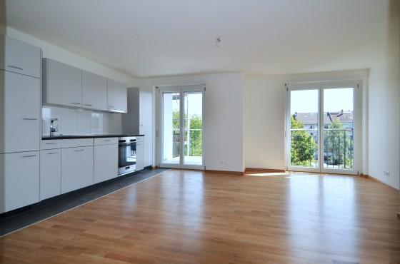 Küche / Wohnzimmer mit Balkon