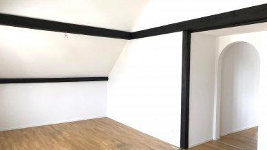 Wohnzimmer mit Durchgang