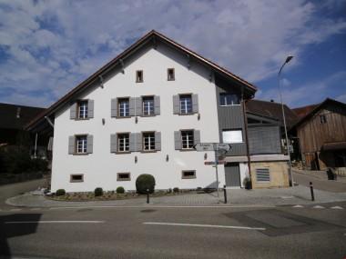 moderne Galeriewohnung in historischem Bauernhaus