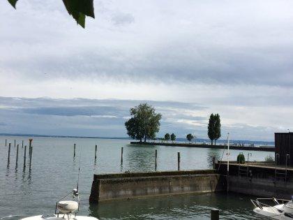 Toller Ausblick auf den See, nur gerade 15 m rechts vom Haus
