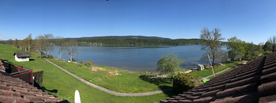 Lac de Joux pied dans l eau