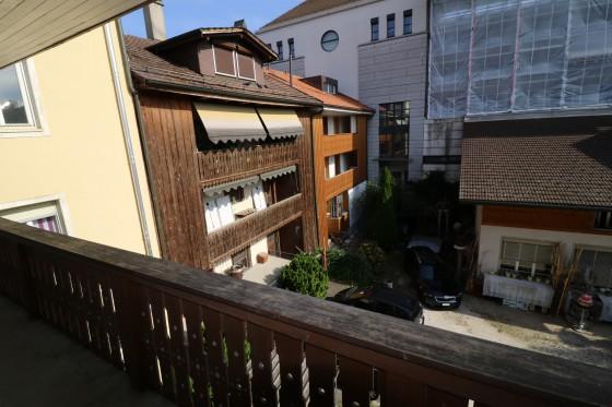 Gemütlicher Balkon in den ruhigen Innenhof