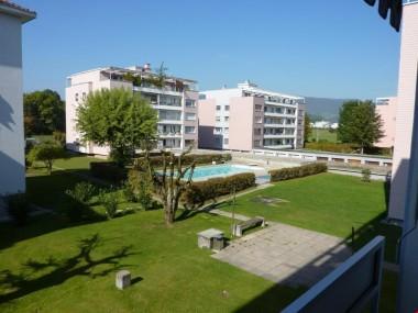 renovierte 3.5-Zimmerwohnung an ruhiger Lage mit Aussen-Pool
