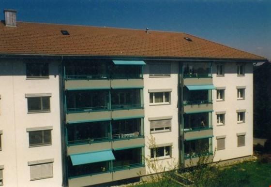 Ansicht Wohnhaus mit Balkon