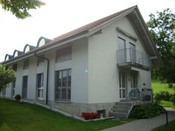 Haus (Wohung oben rechts zu vermieten!)